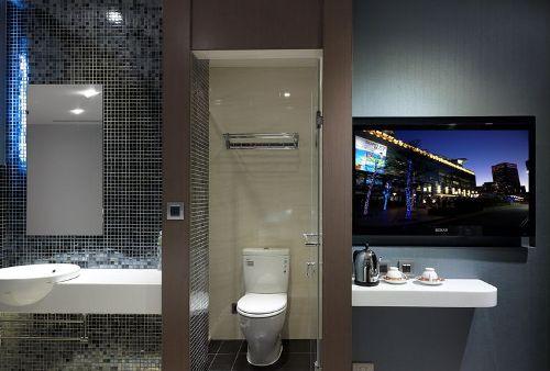 premium Quad Bathroom