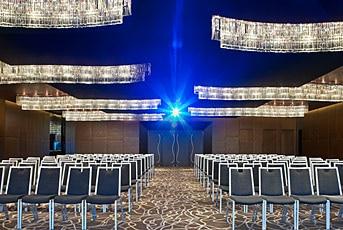 「Summit Ballroom」